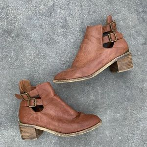 UO brown ankle booties size 10